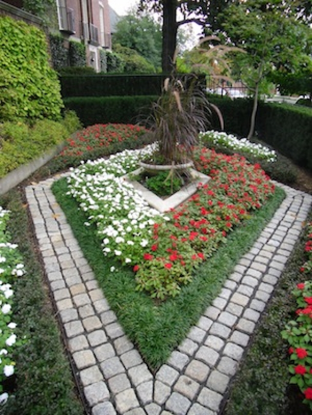Garden In Layers to Make the Most of Small Landscapes