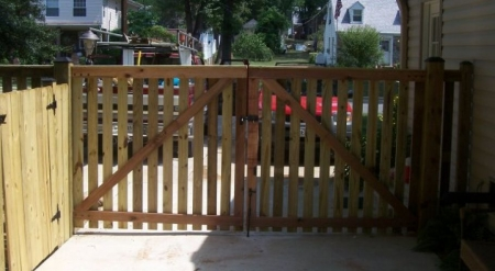 Top 15 Reasons For Gated, Residential Privacy Fences | Falls Church VA