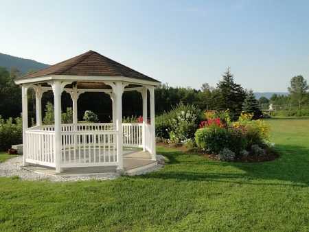 Choosing the Best Gazebo | Make the Most of Your Backyard Landscape